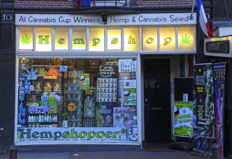 Showcase van cannabiswinkel, Amsterdam stock afbeeldingen