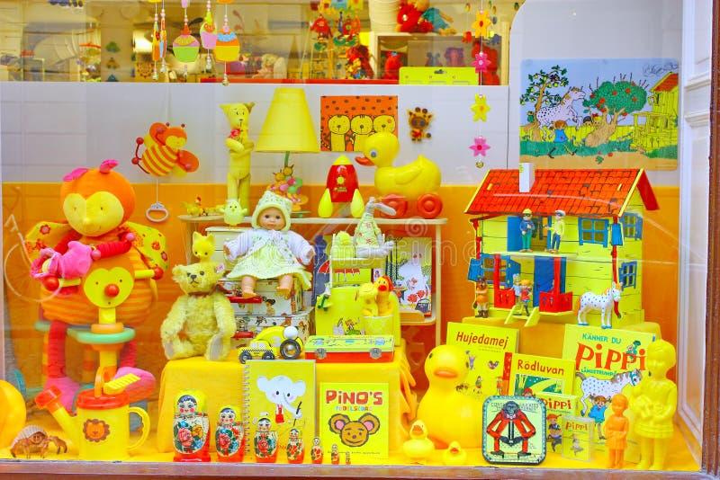Showcase van de Gele winkel van het Speelgoed in Stockholm royalty-vrije stock fotografie
