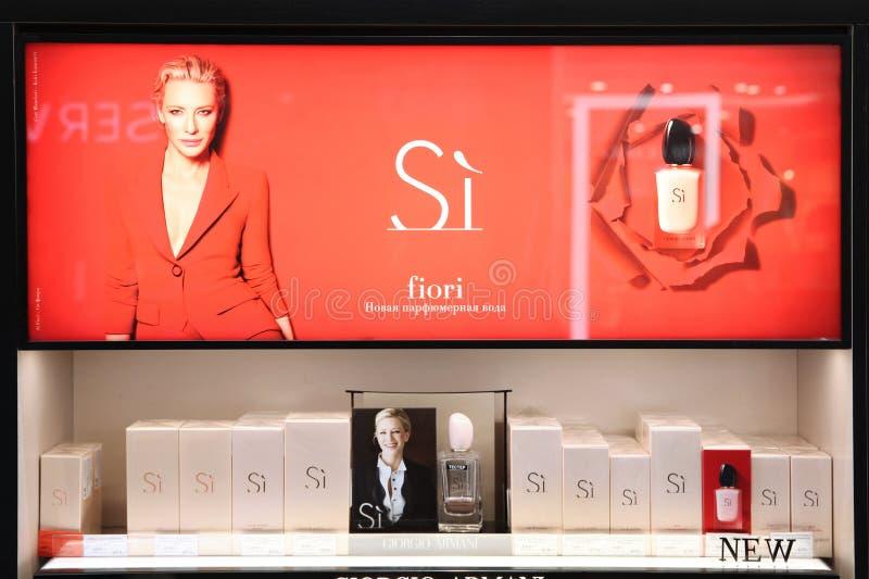Showcase van Giorgio Armani Si-geur reclamecampagne met Cate Blanchett moskou 20 03 2019 royalty-vrije stock afbeeldingen