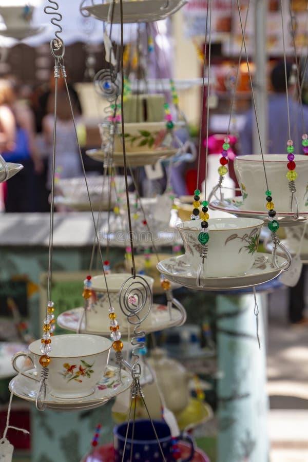 Shows för Portland Oregon sommarhantverk hängande koppar arkivbild