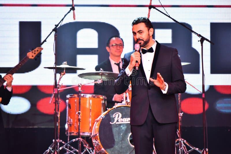 Showvärden Ammar Tahhan som utför på etapp under den stora Apple musiken, tilldelar konsert 2016 royaltyfri fotografi