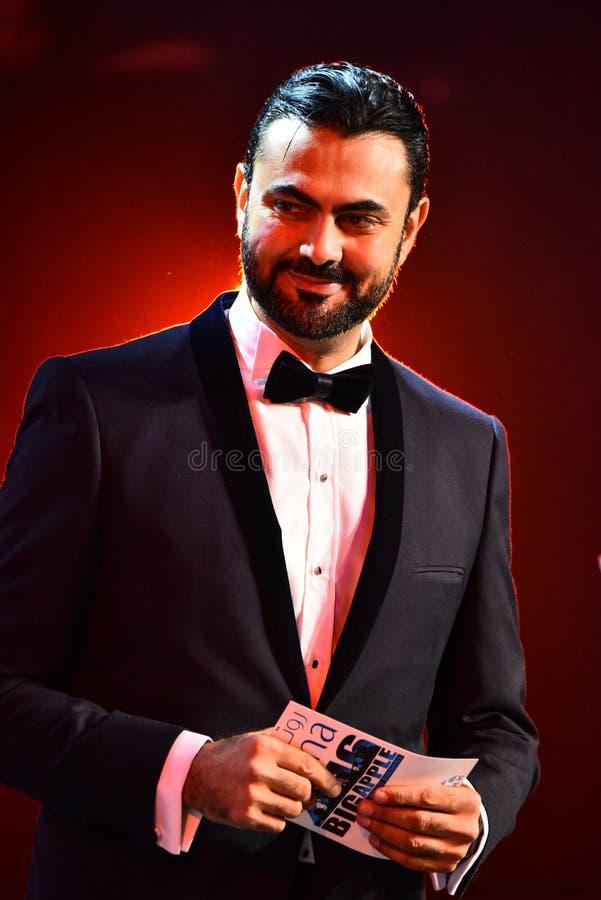 Showvärden Ammar Tahhan som utför på etapp under den stora Apple musiken, tilldelar konsert 2016 royaltyfri bild