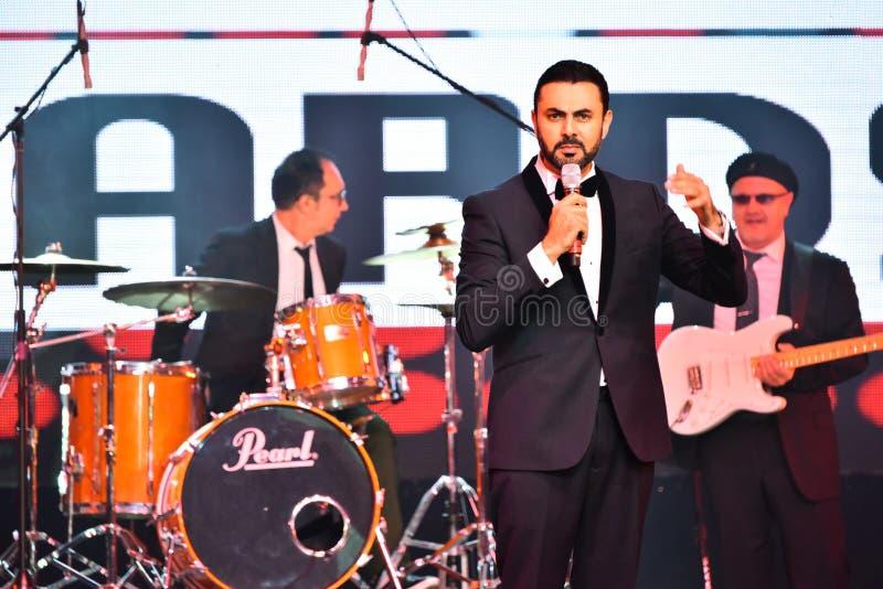Showvärden Ammar Tahhan som utför på etapp under den stora Apple musiken, tilldelar konsert 2016 arkivfoton