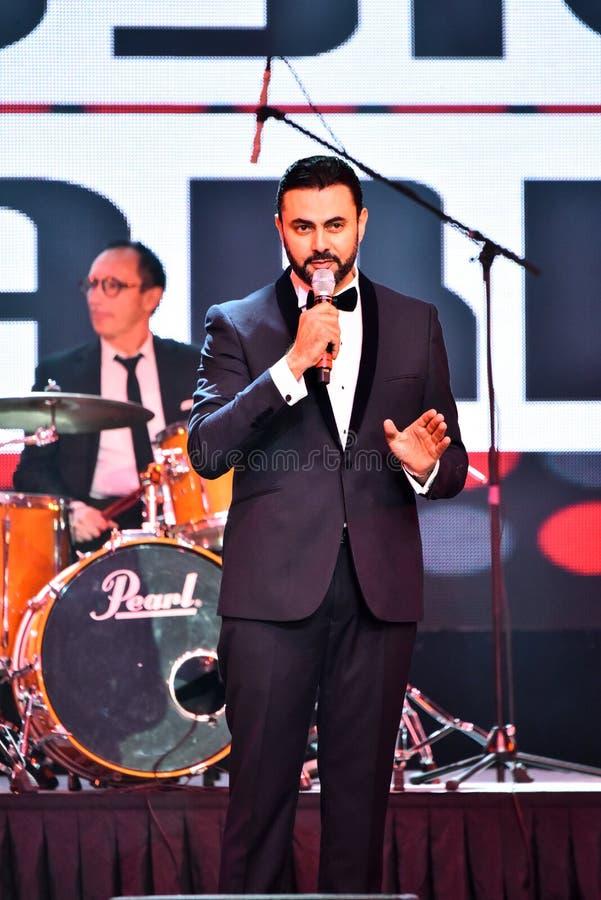 Showvärden Ammar Tahhan som utför på etapp under den stora Apple musiken, tilldelar konsert 2016 royaltyfria foton