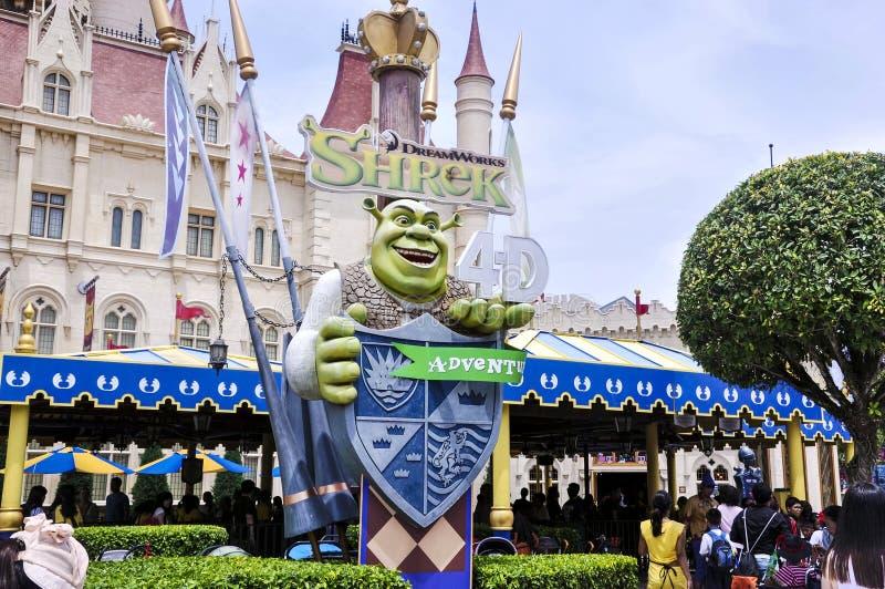 Shrek delante lejos del castillo lejano Es 2001 ordenador-animados americanos foto de archivo