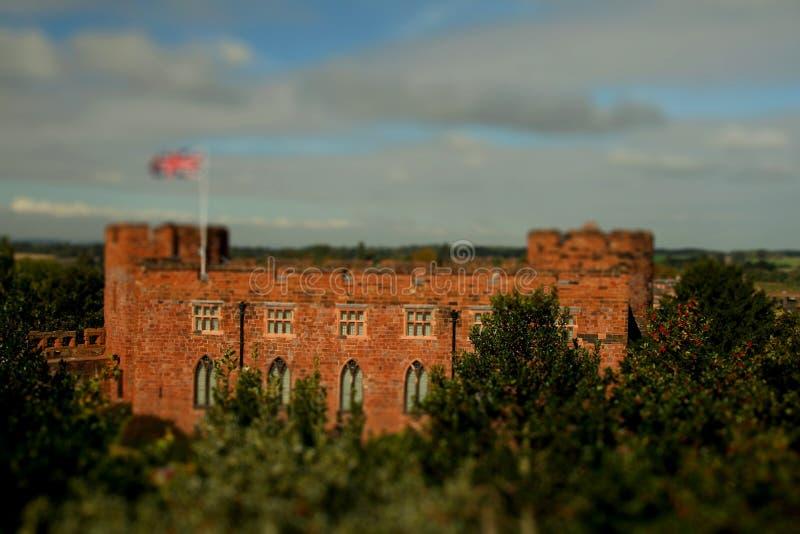 Shrewsbury slottlutande och förskjutning royaltyfria foton