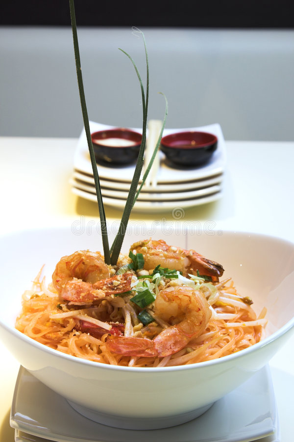 Free Shrimp Pad Thai Stock Image - 710681