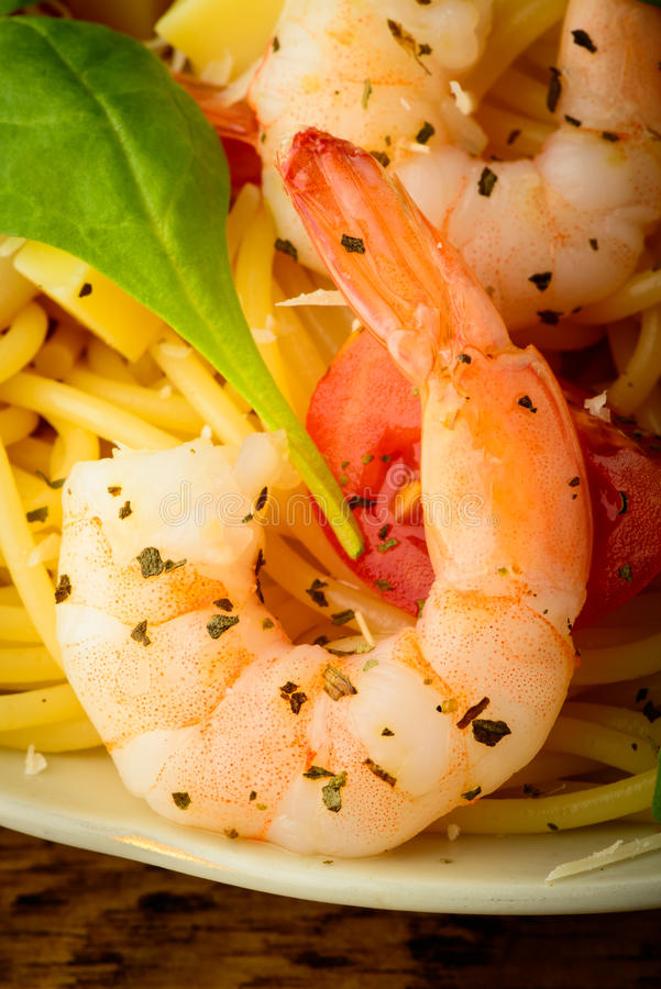 Shrimp and spaghetti pasta royalty free stock photos