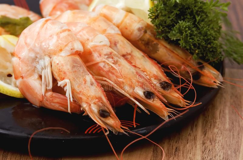 Shrimps cooked in shell