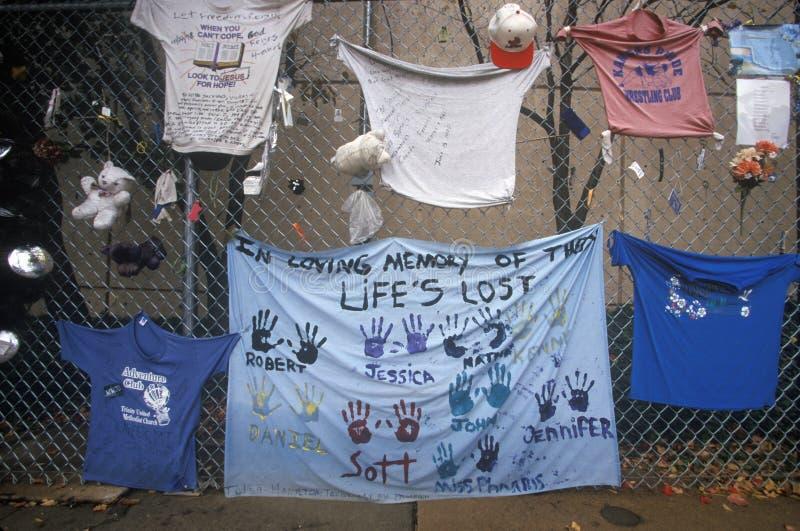 Shrine ai morti al sito del bombardamento del Alfred P Costruzione federale di Murrah, Oklahoma City, CA immagini stock