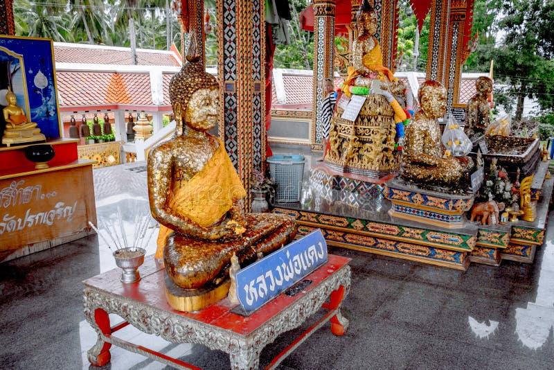 Shrine in tempio buddista al mercato di galleggiamento di Damnoen Saduak immagini stock