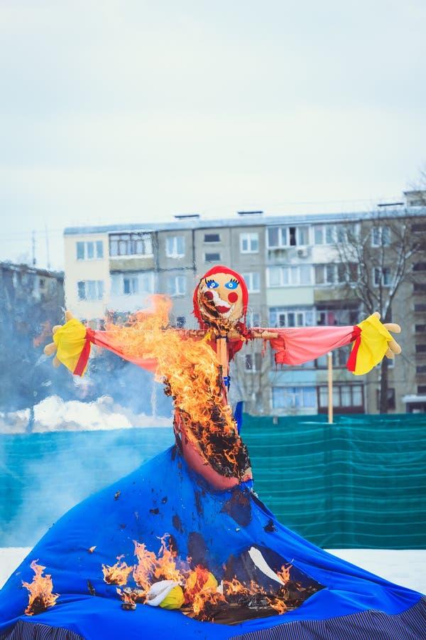Shrovetide玩偶为春节烧 库存照片