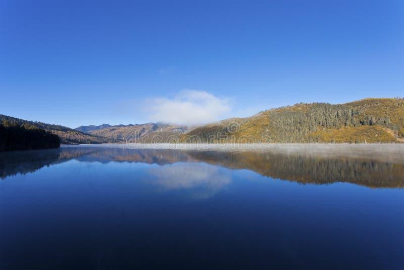 Download Shudu See im Herbst stockfoto. Bild von jahreszeit, szenisch - 27733090