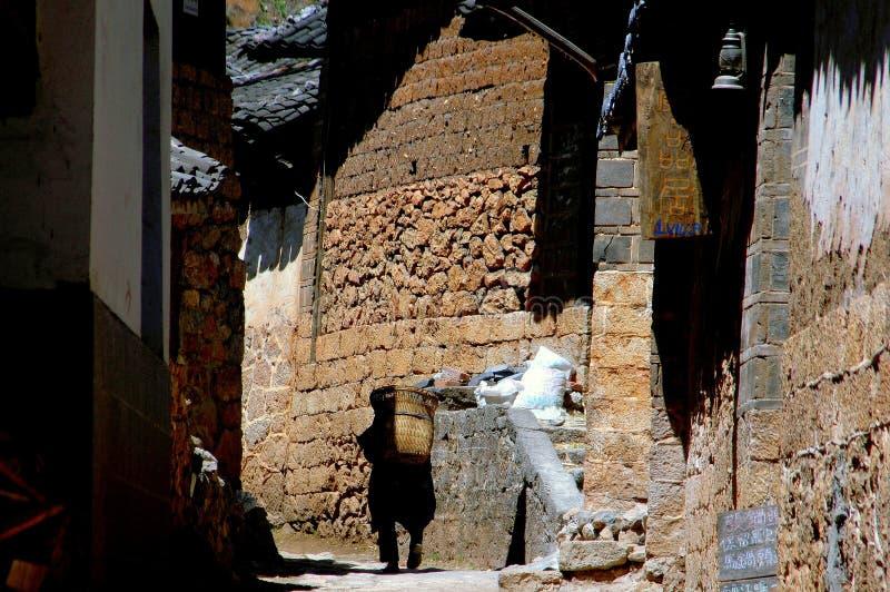 Shue lui, Cina: Secolo-vecchie Camere di pietra fotografia stock