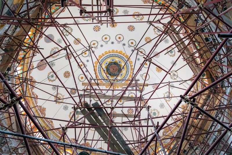 SHUMEN, BULGARIJE - JUNI 13, 2018: Tombulmoskee in aanbouw Sherif Halil Pasha Mosque, is binnen de grootste moskee stock foto's