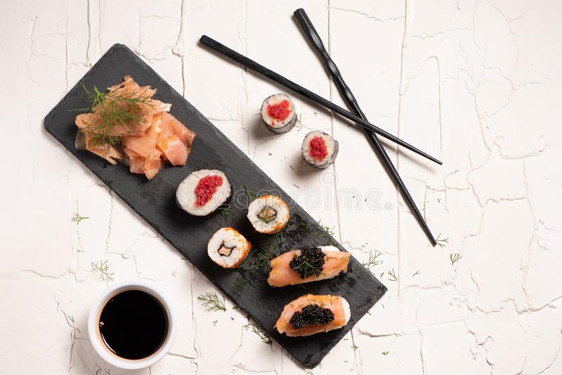 Shushi和黑鱼子酱 免版税图库摄影