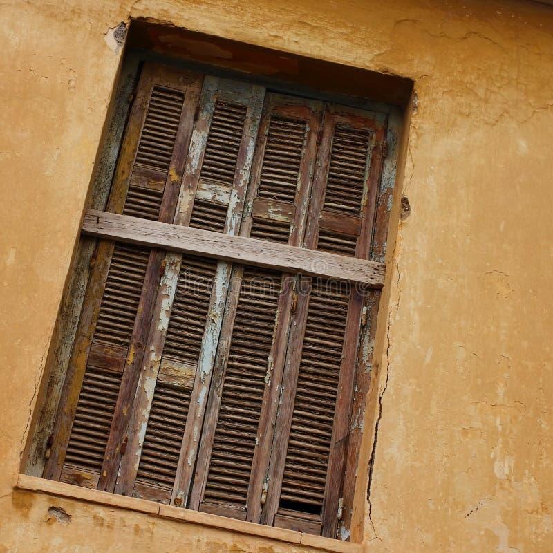 shutters det träfönstret arkivfoton