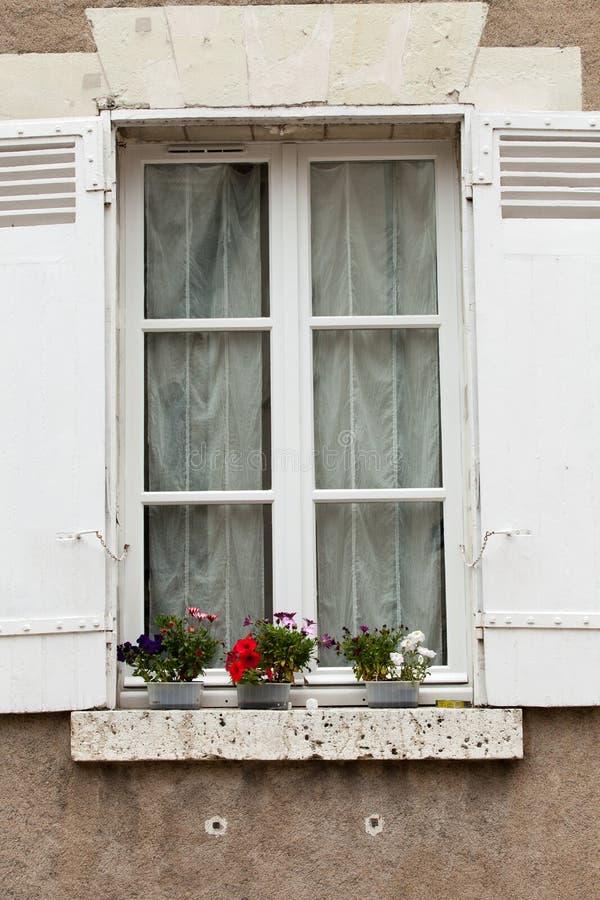 shutters det vita fönstret royaltyfri fotografi