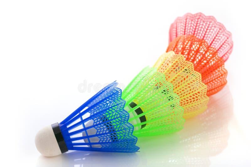 Shuttlecocks coloridos para o badminton fotos de stock royalty free