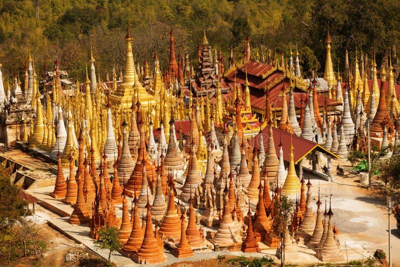 Shwe Indein - endroit sacré près de lac Inle, Myanmar images libres de droits