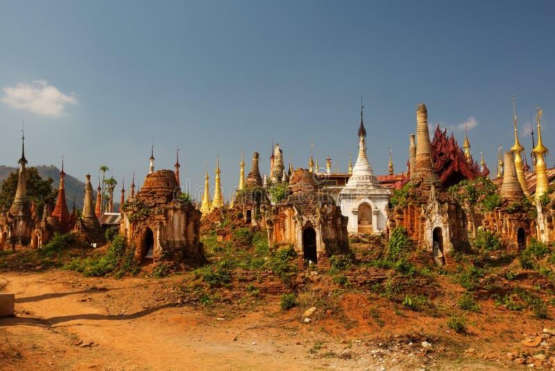 Shwe Indein - endroit sacré près de lac Inle, Myanmar photos stock