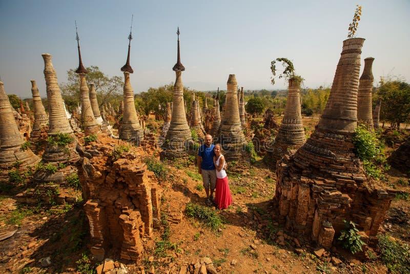 Shwe Indein - heilige plaats dichtbij Inle-meer, Myanmar royalty-vrije stock afbeelding