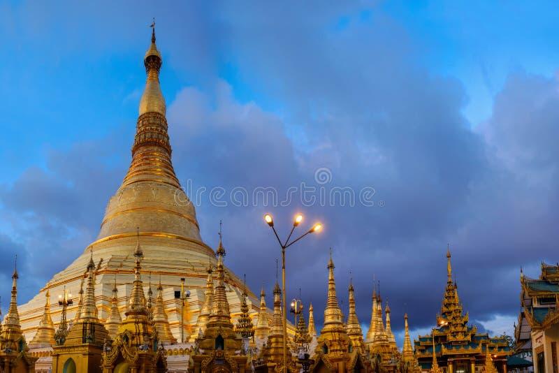 shwedagon塔和金黄佛教寺庙,仰光,缅甸