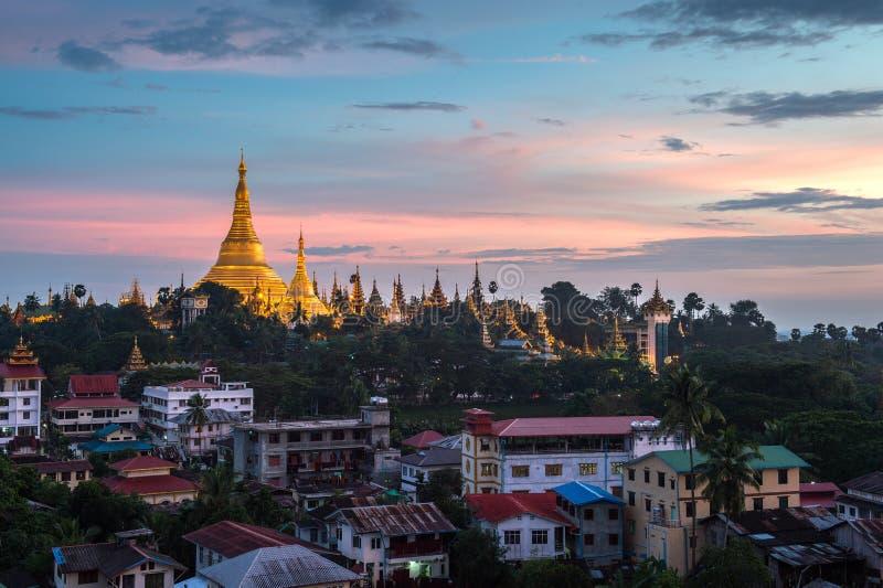 Download Shwedagon En La Ciudad Myanmar De Rangún Foto de archivo - Imagen de fondo, buddha: 44852166