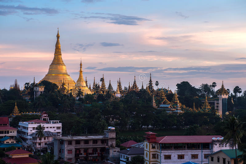Download Shwedagon En La Ciudad Myanmar De Rangún Imagen de archivo - Imagen de cielo, pagoda: 44852811