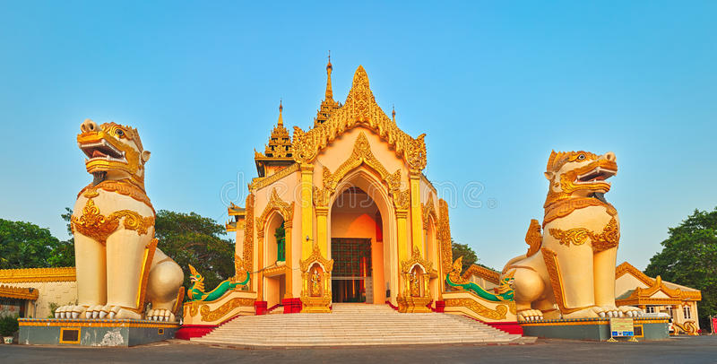 Shwedagon kompleks w Yangon Myanmar obrazy royalty free