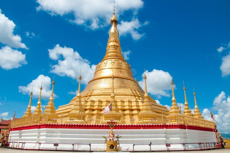 Shwedagon Pagoda, Tachileik, Myanmar fotografering för bildbyråer