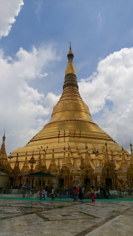 Shwedagon pagodviwes arkivbild