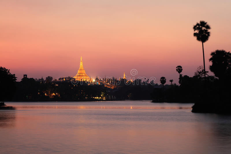 Shwedagon Pagody zmierzch fotografia stock