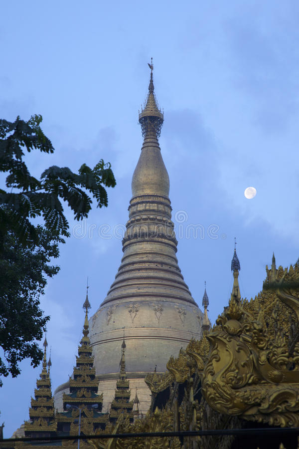 Download Shwedagon Paya And The Moon Stock Image - Image: 29593095