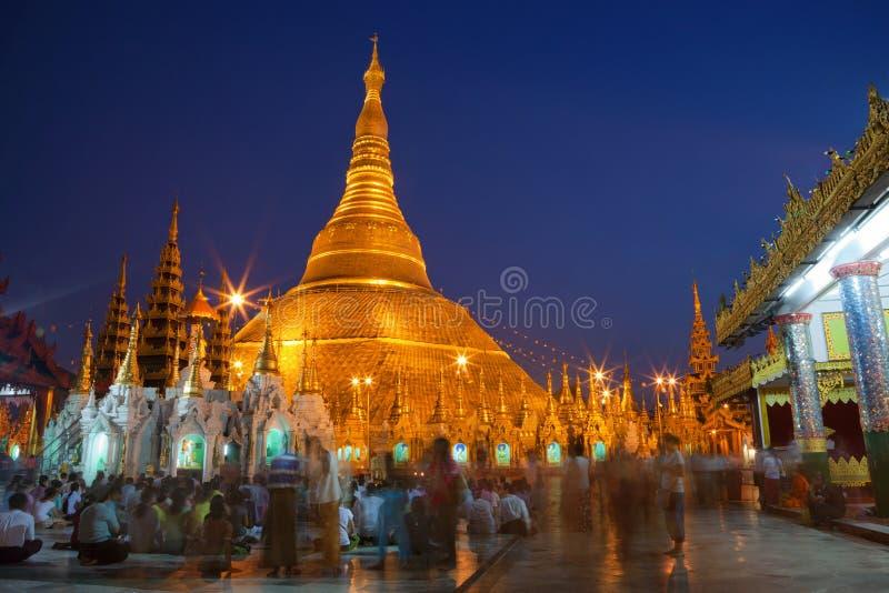 Shwedagon Paya Tempel in Yangoon stockbilder