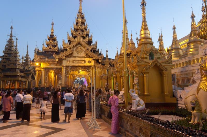 Shwedagon yangon myanmar празднества 25-ое февраля стоковые изображения rf