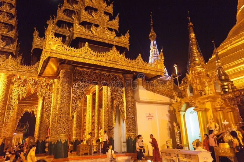 Shwedagon yangon myanmar празднества 25-ое февраля стоковое фото