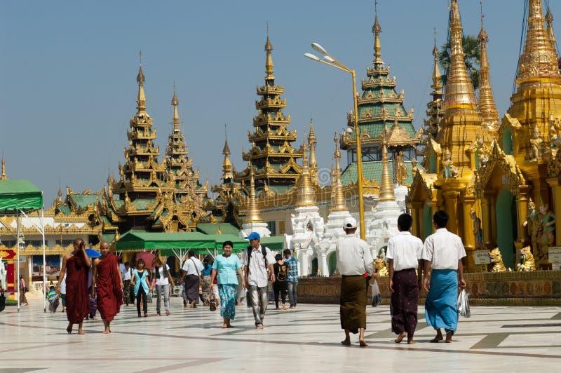 Shwedagon yangon myanmar празднества 25-ое февраля стоковые изображения