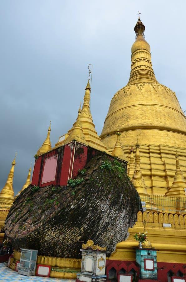 Shwemawdaw Paya pagoda jest stupą lokalizować w Bago, Myanmar zdjęcie stock
