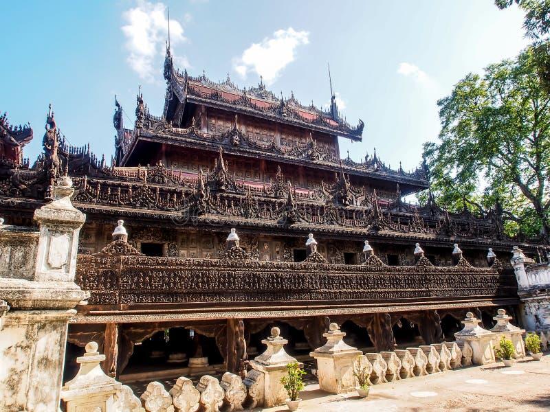 Shwenandaw kloster eller guld- slott i Mandalay, Myanmar 1 royaltyfri foto
