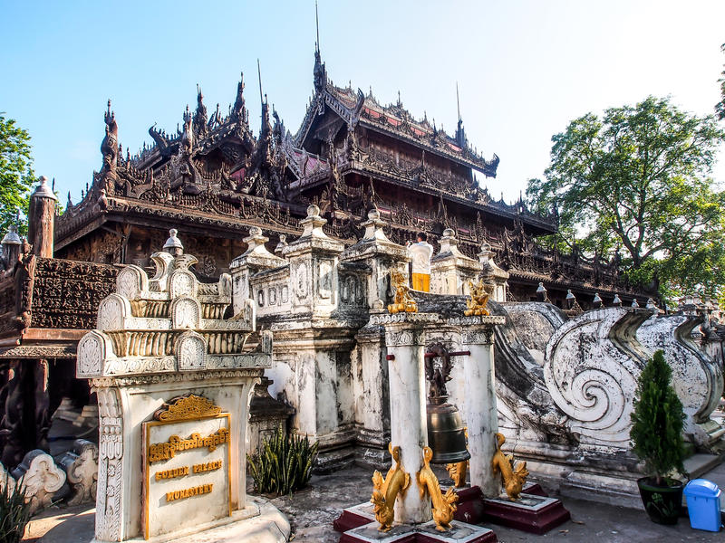 Shwenandawklooster of gouden paleis in Mandalay, Myanmar 3 stock afbeelding