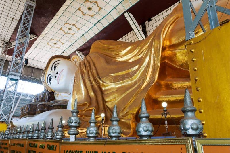 Shwethalyaung Bouddha reposer géant dans Myanmar image libre de droits