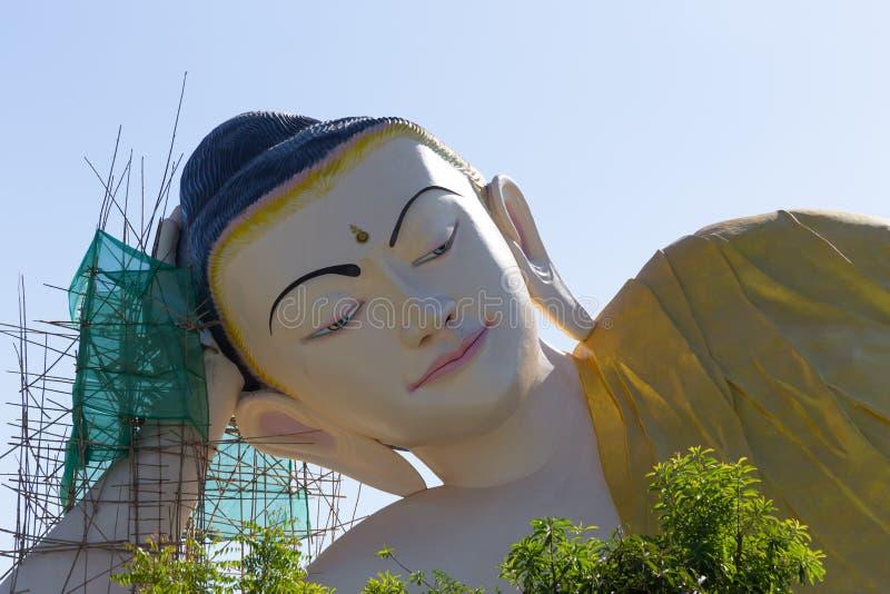 Shwethalyaung Buddha, opiera Buddha w Bago, Myanmar zdjęcia royalty free