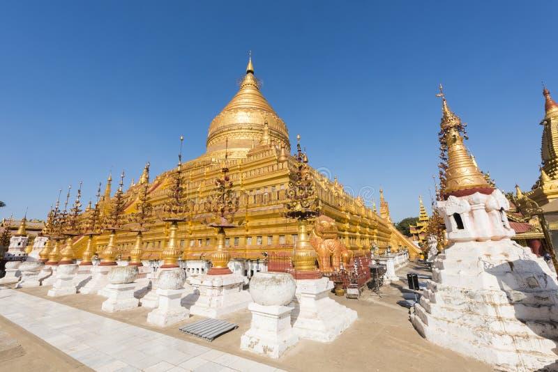 Shwezigon Pagoda i Myanmar arkivbilder