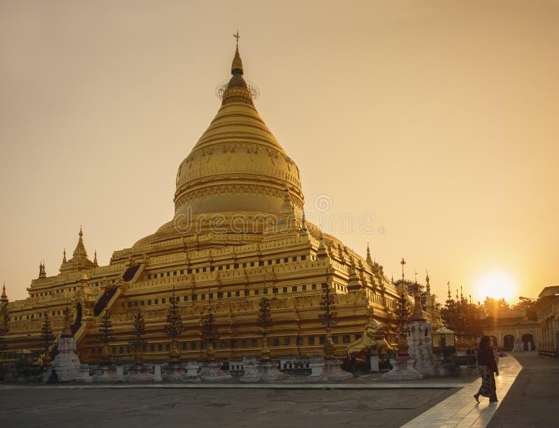 Shwezigon Paya塔地标寺庙历史建筑学蒲甘缅甸 库存照片