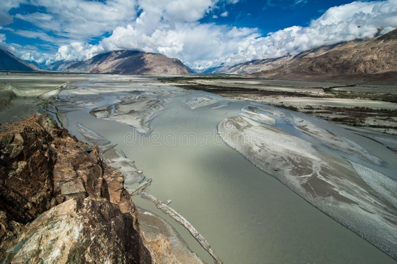 Shyok rzeka przy Nubra doliną. India, Ladakh obrazy royalty free