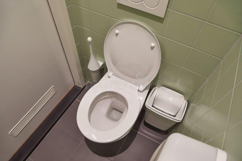 Siège des toilettes ouvert images stock