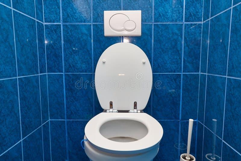 Siège des toilettes ouvert photographie stock libre de droits