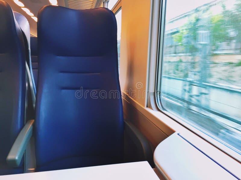Siège vide sur un train photographie stock libre de droits
