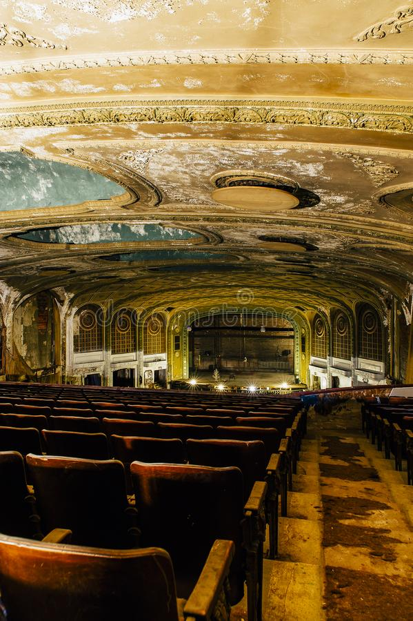 Sièges antiques - théâtre de variété abandonné - Cleveland, Ohio photo stock